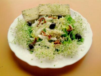 Salade printanière jeunes pousses épinards et chou chinois